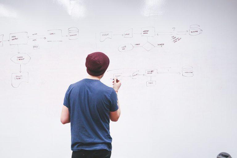 Quelle est la différence entre auto-entrepreneur et micro-entreprise ?